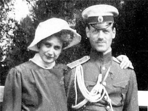 Михаил Романов с женой