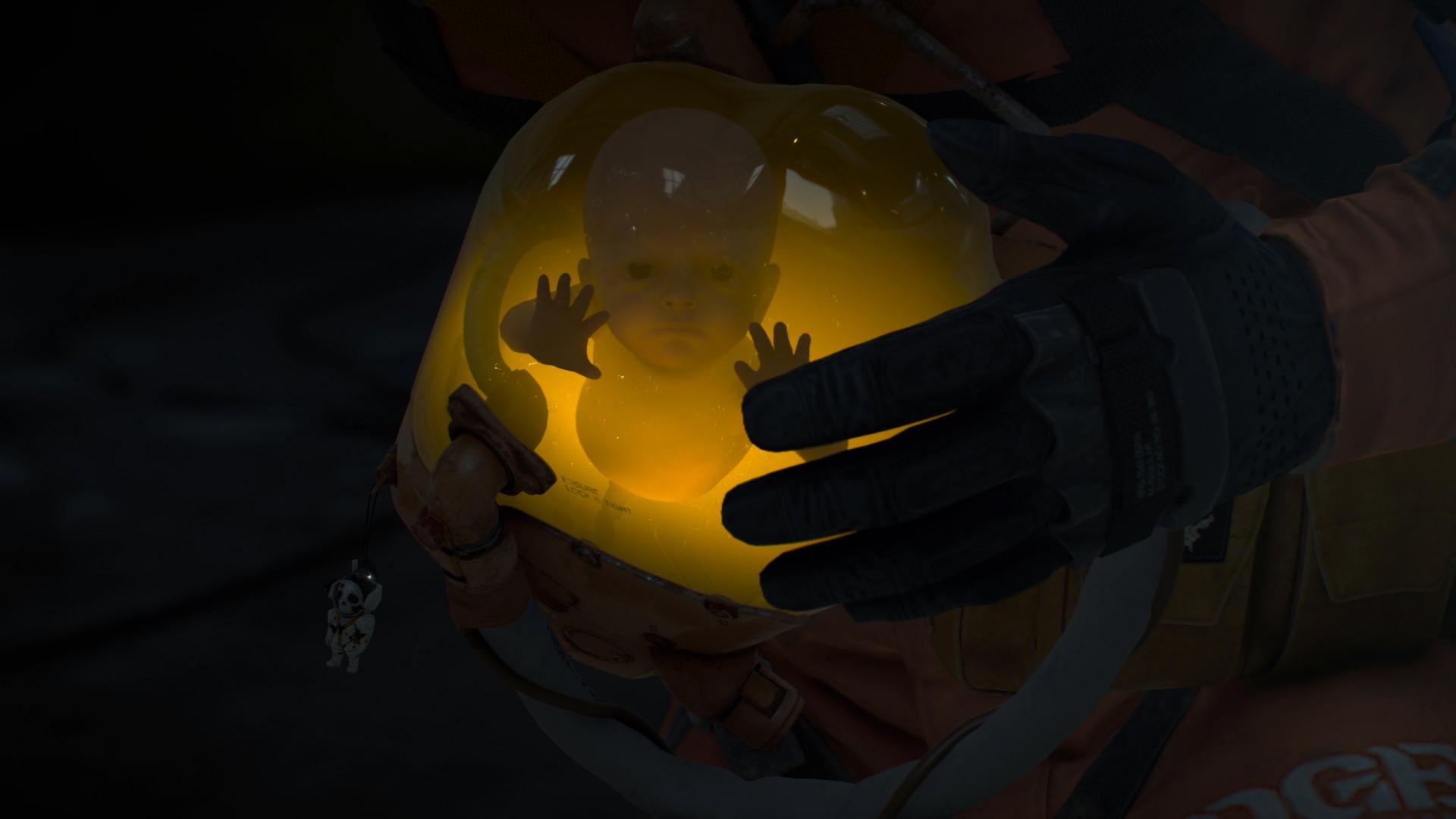 Кодзима показал фигурку капсулы с младенцем из коллекционного издания Death Stranding