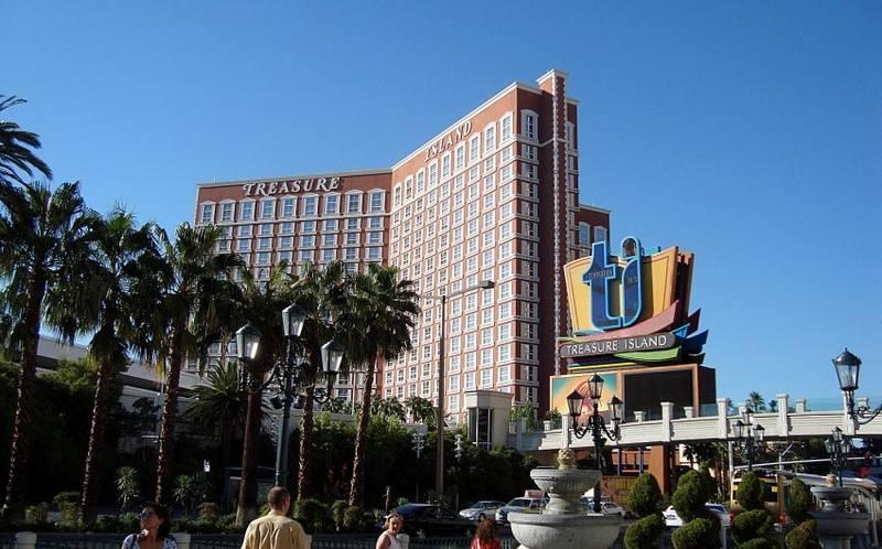 казино с отелем Treasure Island