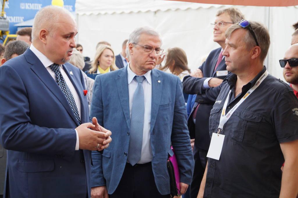 В день открытия выставки «Уголь России и Майнинг» стенд компании «Dafo» посетил губернатор Кузбасса Сергей Цивилёв