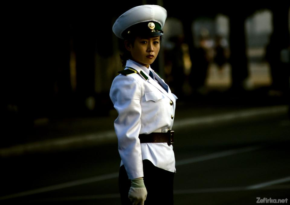 кндр simpatichnye-devushki-inspektory-na-dorogax-severnoj-korei-5