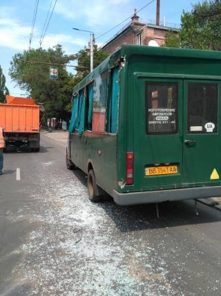 Появилось фото столкновения маршрутки и мусоровоза в Северодонецке