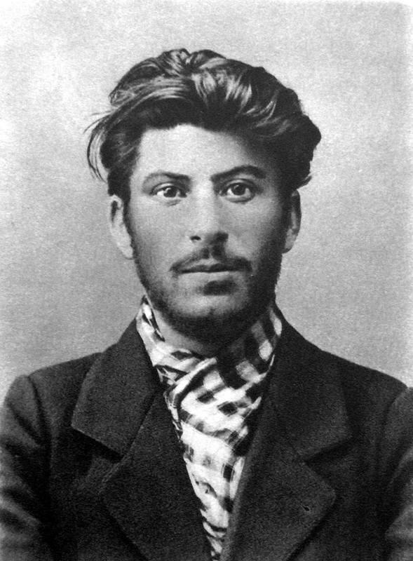 800px-Stalin 1902