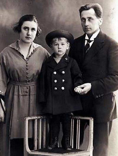 Георг Отс с родителями