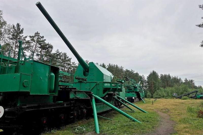 Тяжелые орудия на ж/д платформах