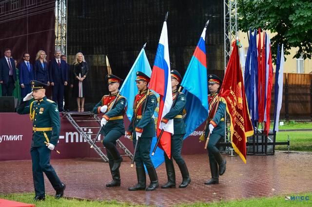 http://images.vfl.ru/ii/1563107304/c1113e76/27201689_m.jpg