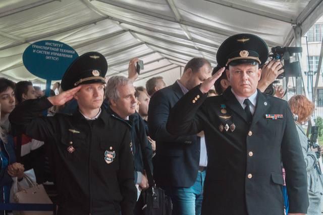 http://images.vfl.ru/ii/1563107396/6031f346/27201701_m.jpg