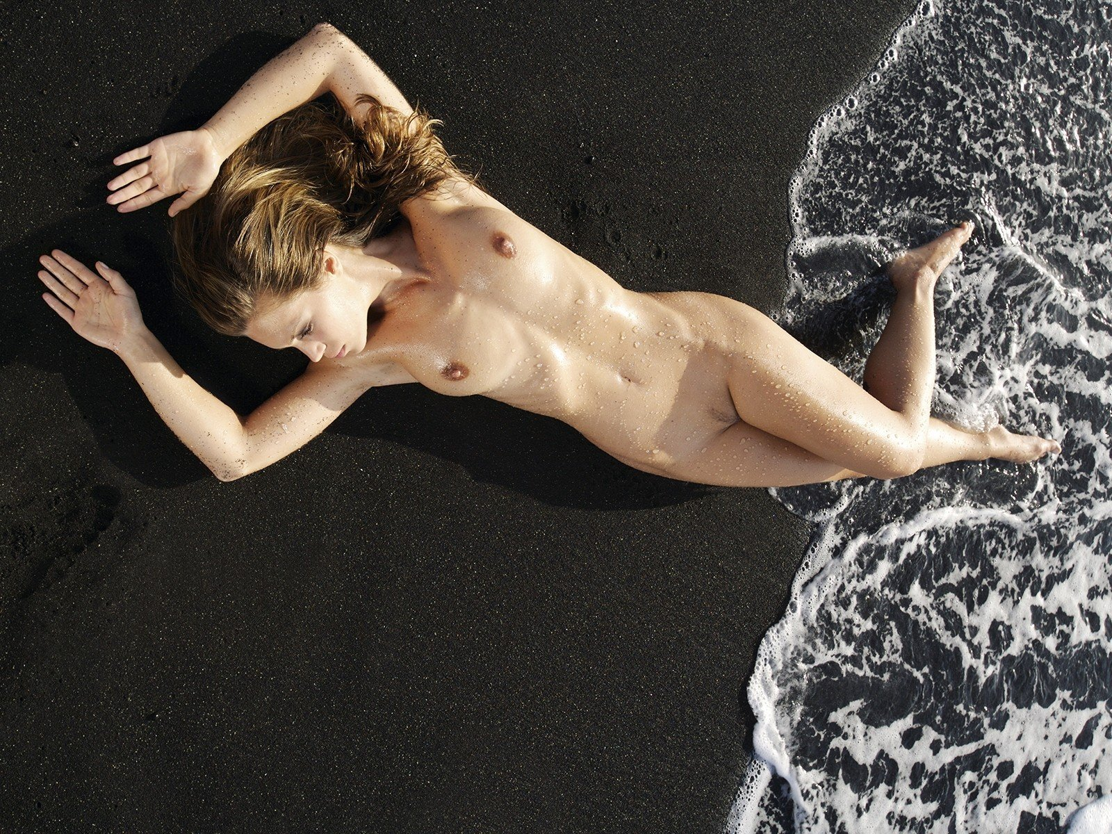 nudity-sea-figure-pose