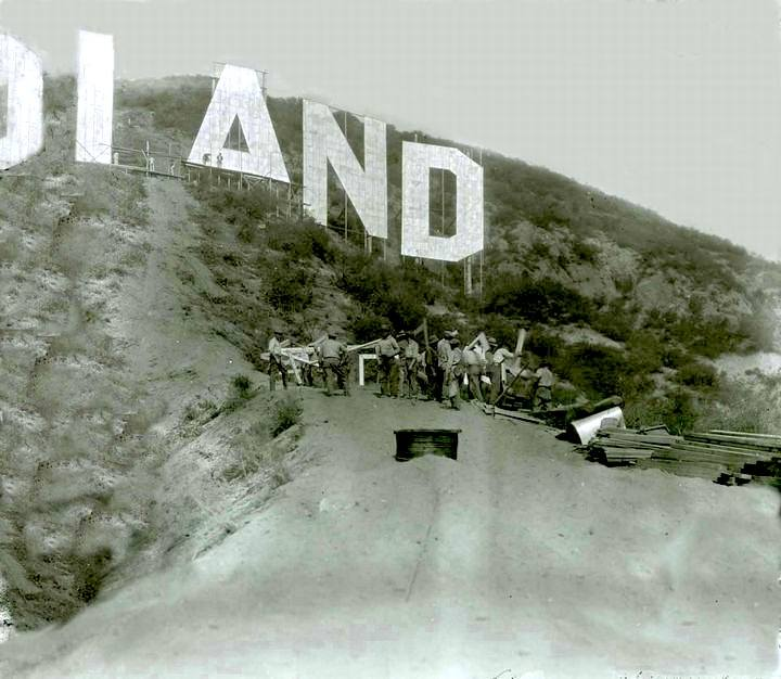 Construction-of-the-Hollywoodland-Sign-1923