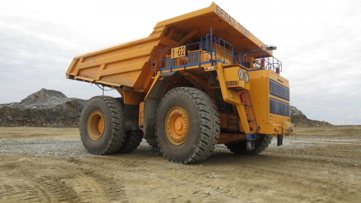 БЕЛАЗ-7530 грузоподъемностью 220 тонн