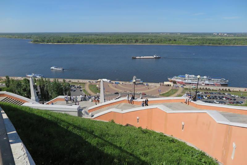 Памятник Чкалову в Нижнем Новгороде