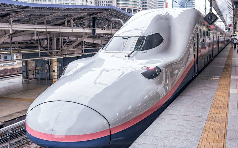 japanese-train-e4-series-shinkansen-high-speed-shinkansen-train-japan-modern-trains
