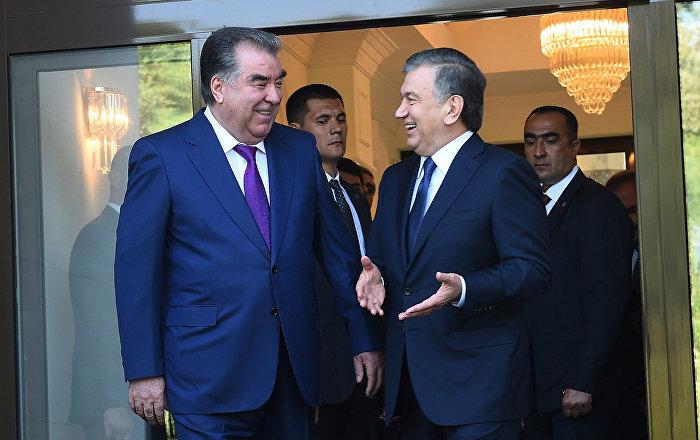 Korrespondent uz 002 Rahmon with Mirziyoyev