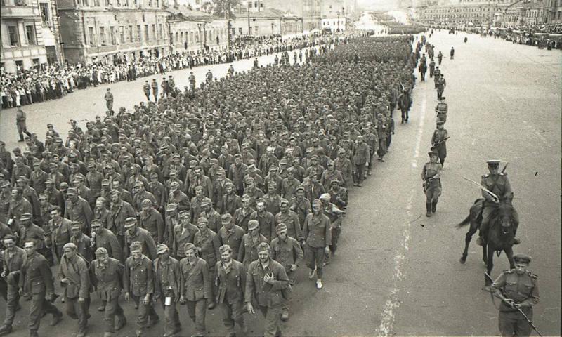 марш-пленных-немцев
