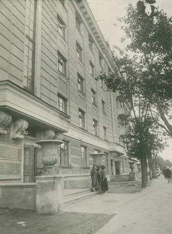 http://images.vfl.ru/ii/1575547074/a738bcbe/28808466_m.jpg