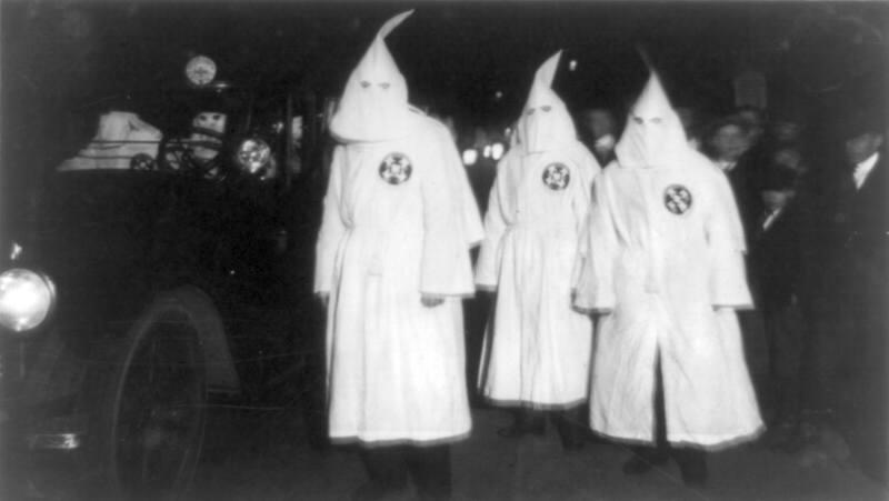 1280px-Ku Klux Klan Virgina 1922 Parade