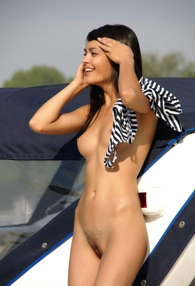 morena-desnuda-peluda (18)