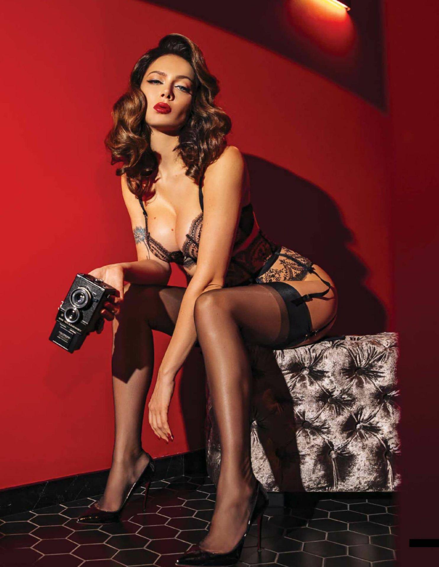 Nastassja-Samburskaya-Sexy-Topless-The-Fappening-Blog-2