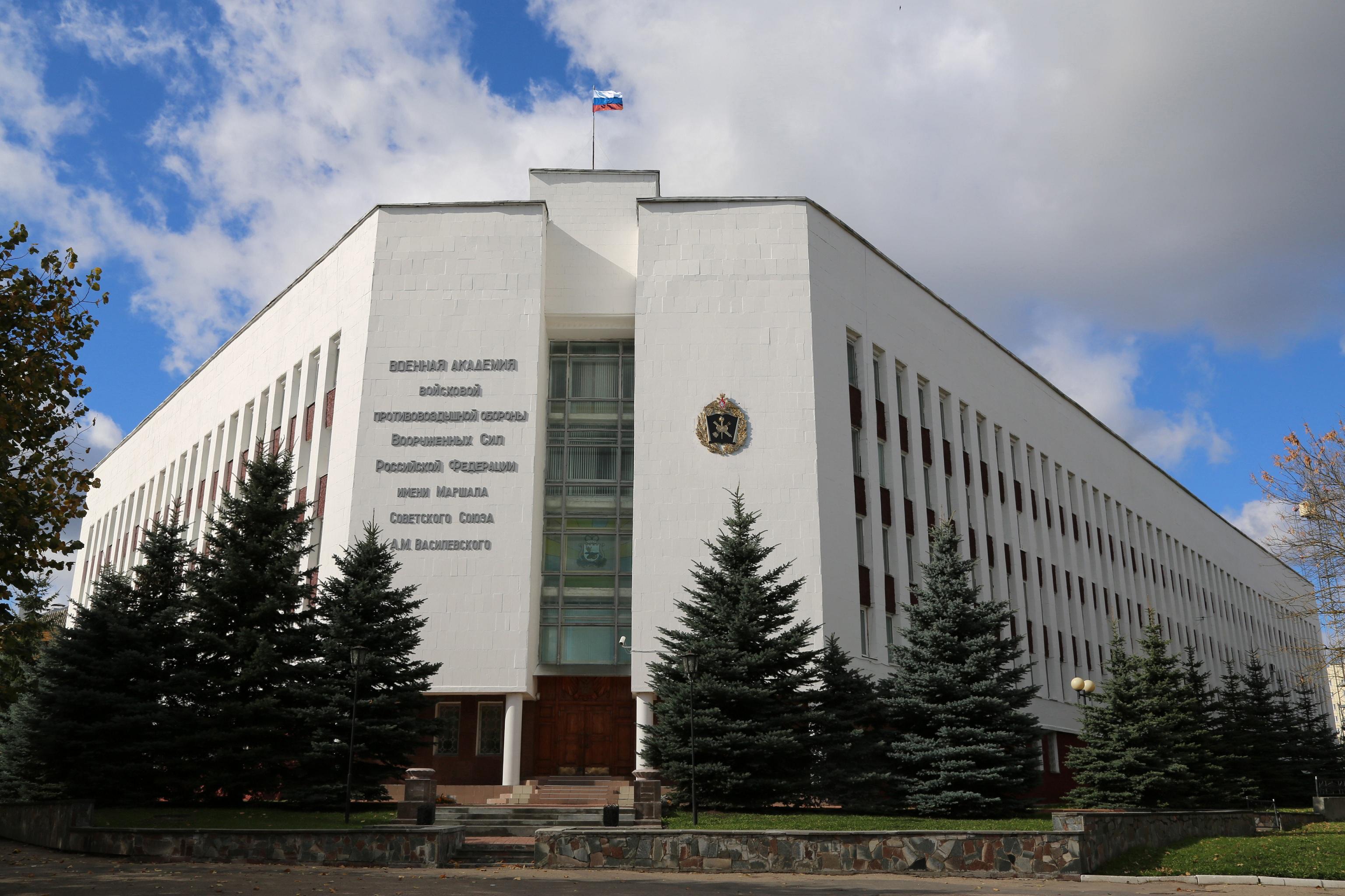 akademiya s flagom i novym gerbom111