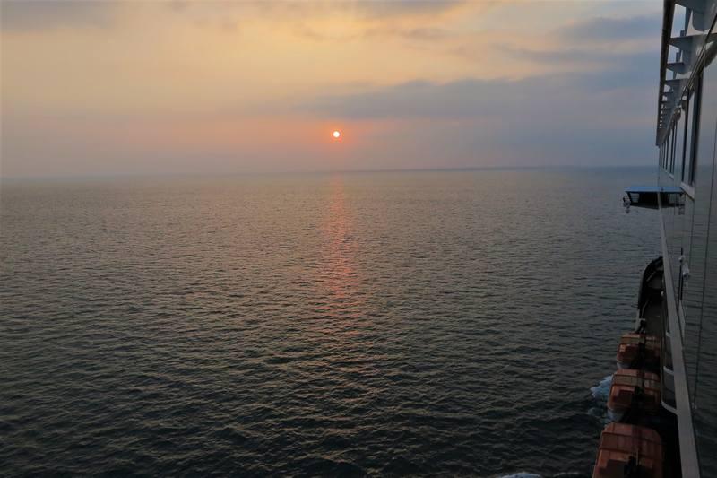 Лайнер и море