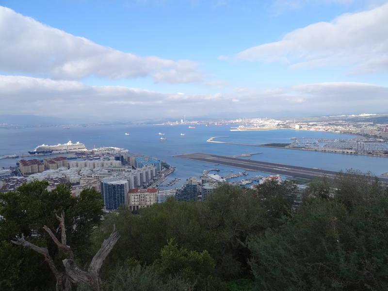 вид сверху на аэропорт Гибралтара