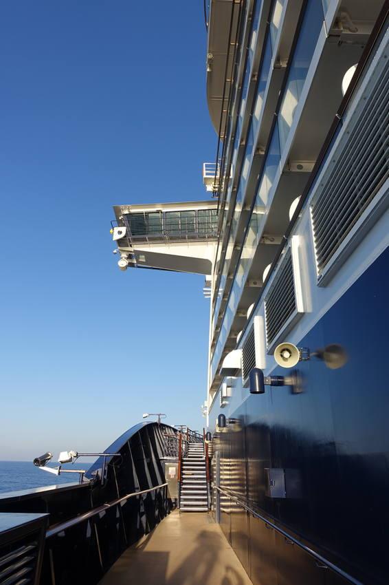 Море и лайнер