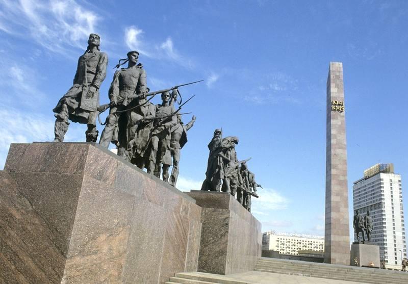 памятник героическим защитникам Ленинграда