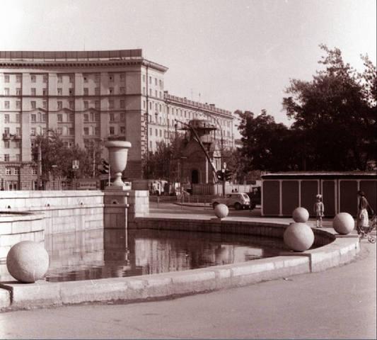 http://images.vfl.ru/ii/1592236440/4d5c8378/30815686_m.jpg