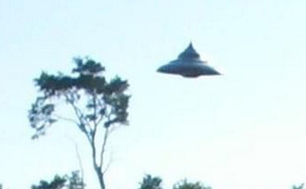 Фото дня: Над Польшей летают НЛО. Лучшее фото за последние 40 лет