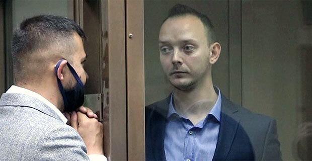 ФСБ: Сафронов передавал секретные данные из дома через «ПЭВМ», используя для паролей книгу Роя Медведева «Путешествие через эру Ельцина» - Новости радио OnAir.ru