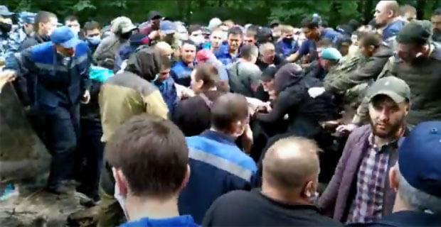 Шеф-редактор радио «Эхо Москвы в Уфе» попал в эпицентр столкновений на горе Куштау - Новости радио OnAir.ru