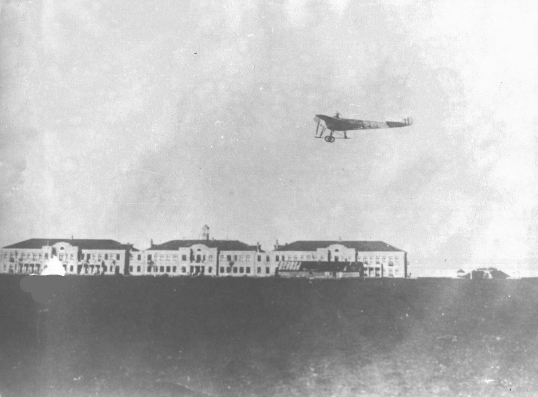 Nieuport IV-v-polete -Na-2-m-plane-zdaniya-Kachinskoj-aviashkoly 1