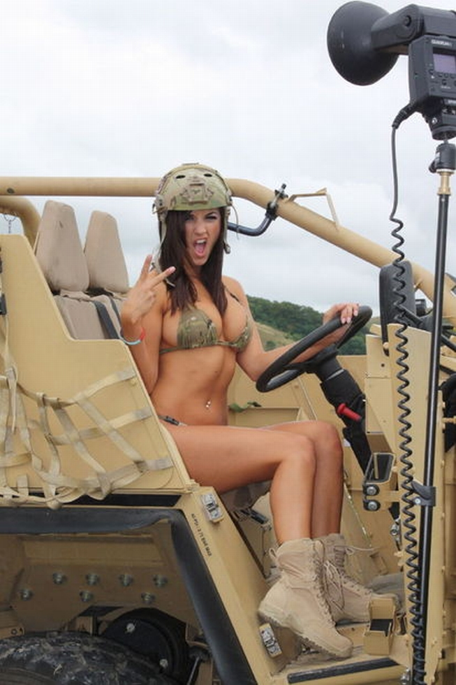 Rosie Jones Hot Bikini Pictures