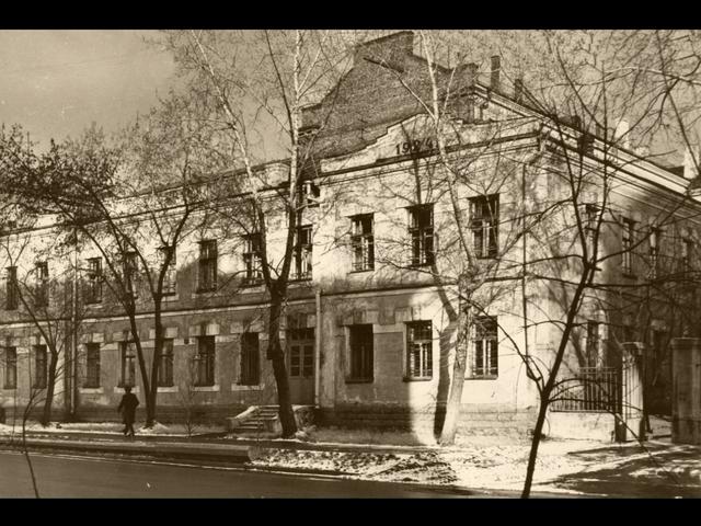 http://images.vfl.ru/ii/1606043470/4c312f7b/32396286_m.png