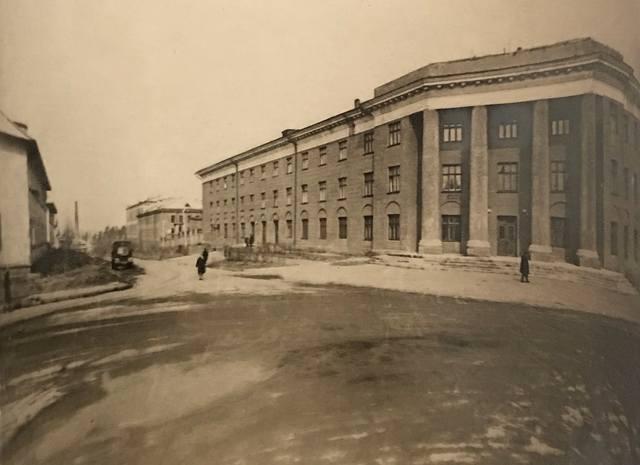 http://images.vfl.ru/ii/1609306259/6c388e42/32811828_m.jpg