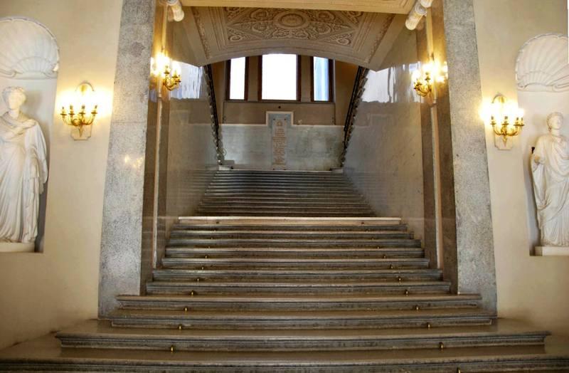 Октябрьская лестница