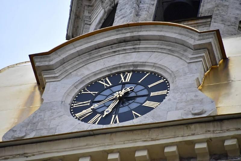 Часы Петропавловского собора