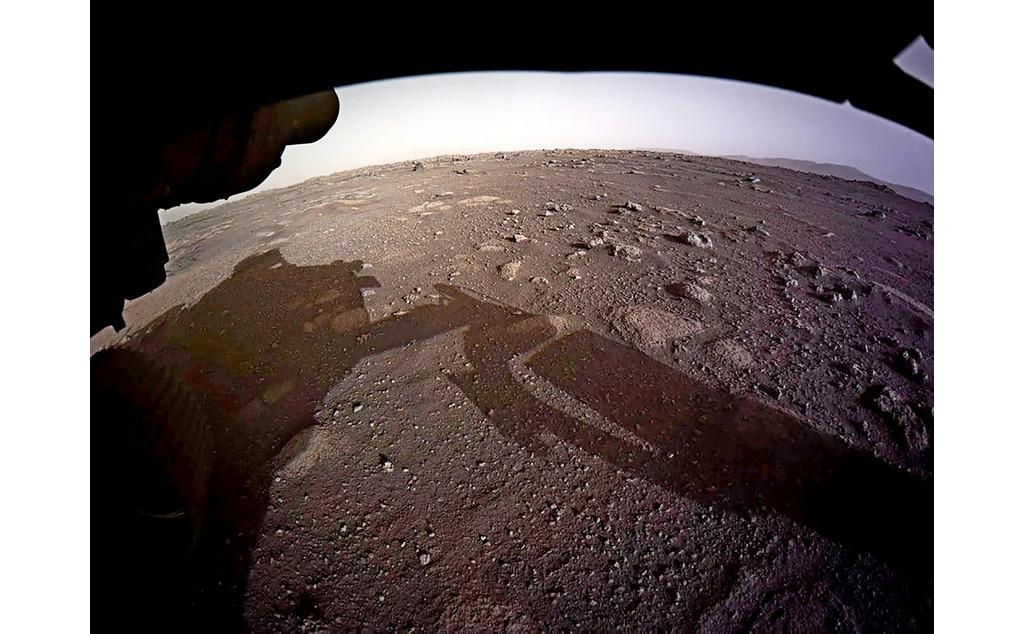 Фото дня: Ровер Персеверанс отправил с Марса свои первые цветные фотографии