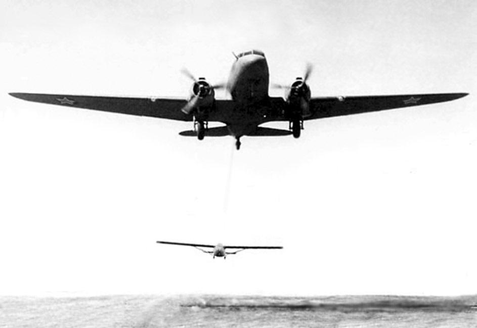 1950 Buksirovka-planera-TS-25-samoletom