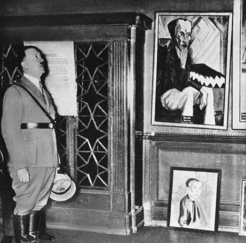 Адольф Гитлер посещает Дрезденскую выставку 1935 года