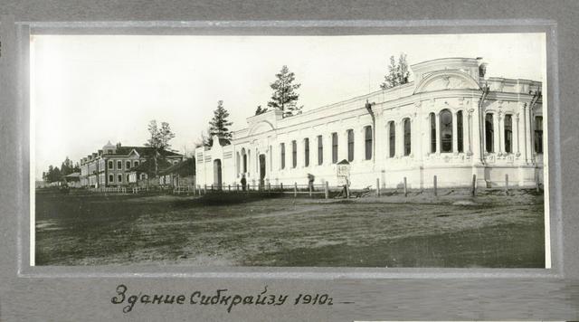 http://images.vfl.ru/ii/1622140713/fb082782/34612321_m.png