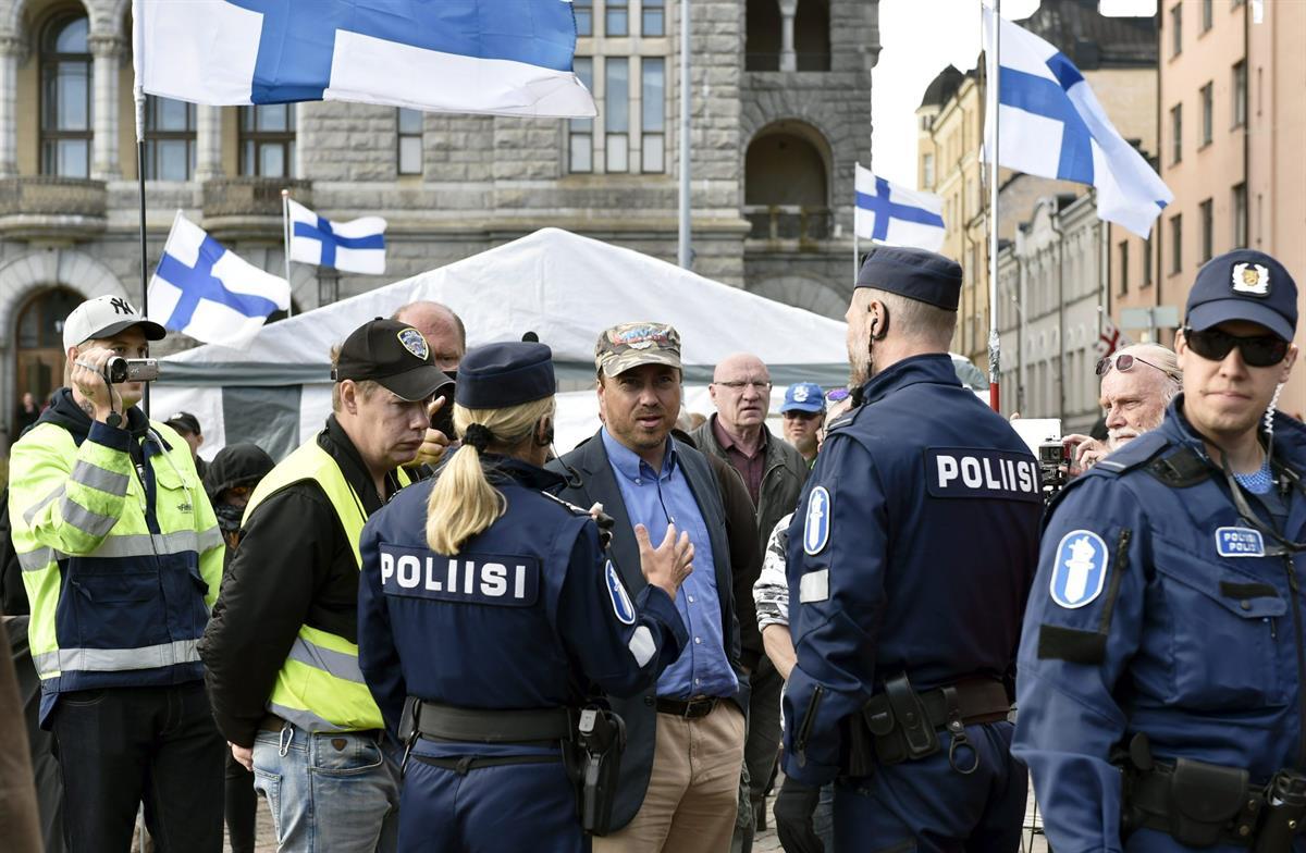 финляндия suomi ensin-protest