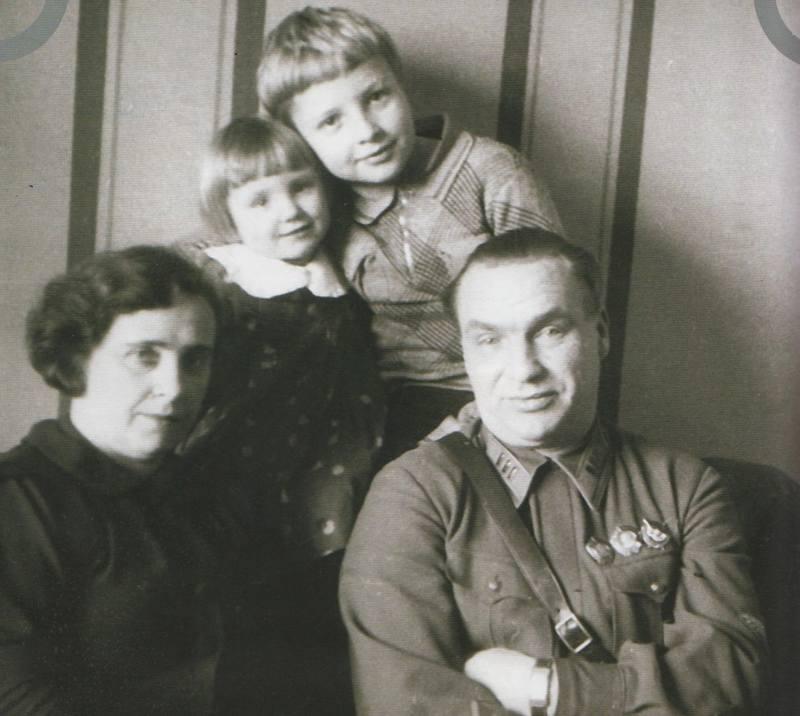 Чкалов с женой