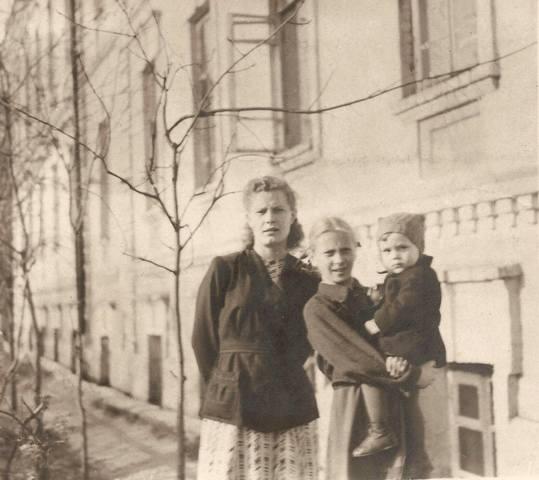http://images.vfl.ru/ii/1628696908/12ffd06a/35465485_m.jpg